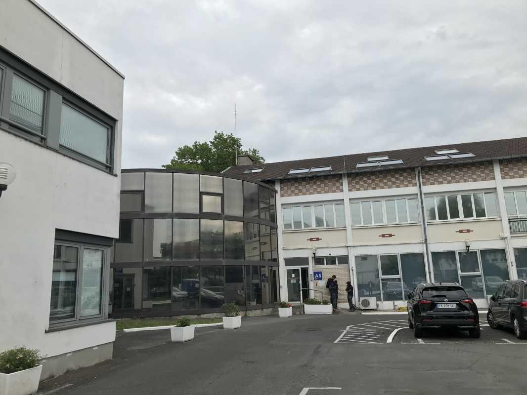 Location bureaux et activit s bezons 95870 3568 m for Garage des barentins 95870 bezons