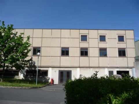 Location Activités et Bureaux NANTERRE - Photo 1