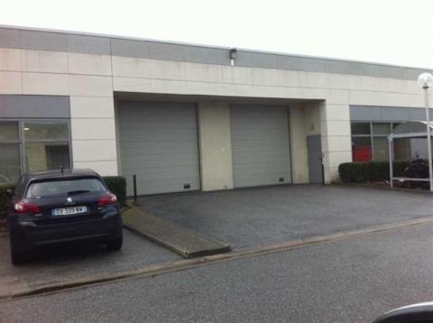 Location Activités et Bureaux ELANCOURT - Photo 2