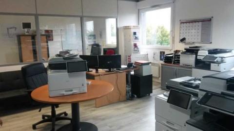 Location Bureaux MAGNY-LE-HONGRE - Photo 1