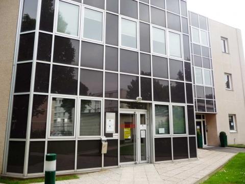 Location Activités et Bureaux NANTERRE - Photo 2