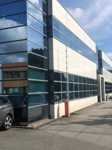 Location Bureaux MONTIGNY-LE-BRETONNEUX - Photo 1